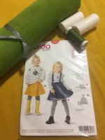 Schnittmuster Set Mädchen Rock Cord Grün